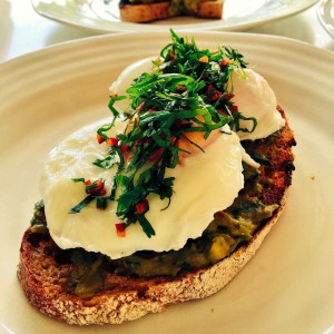 Smashed avocado and poached eggs with chilli
